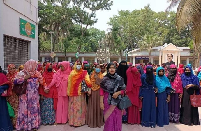 শিবগঞ্জে নির্বাচিত নারী জনপ্রতিনিধিদের বিক্ষোভ সমাবেশ ও মিছিল