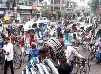চট্টগ্রামের লকডাউন: প্রথম দিনে অফিসগামীরা রিকশাচালকদের দাপটে অসহায় ছিল