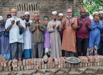 গোকুলে এমপি বরাদ্দ কৃত কবর স্থানের সীমানা প্রাচীর নির্মানের ভিত্তি প্রস্থর স্থাপন