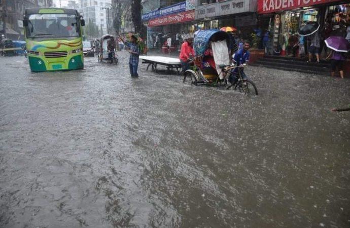 বৃষ্টিতেই পানির নিচে ডুবল চট্টগ্রাম শহর  মৌসুমী বায়ূ'র প্রভাবেই বৃষ্টিপাত : ৩ ঘন্টার