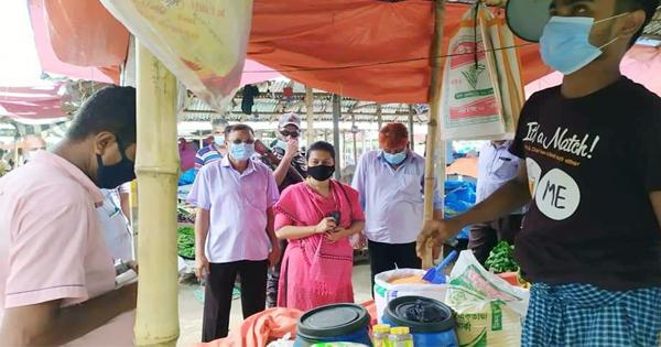 শিবগঞ্জে কিচক বাজারে ৩টি দোকানে জরিমানা